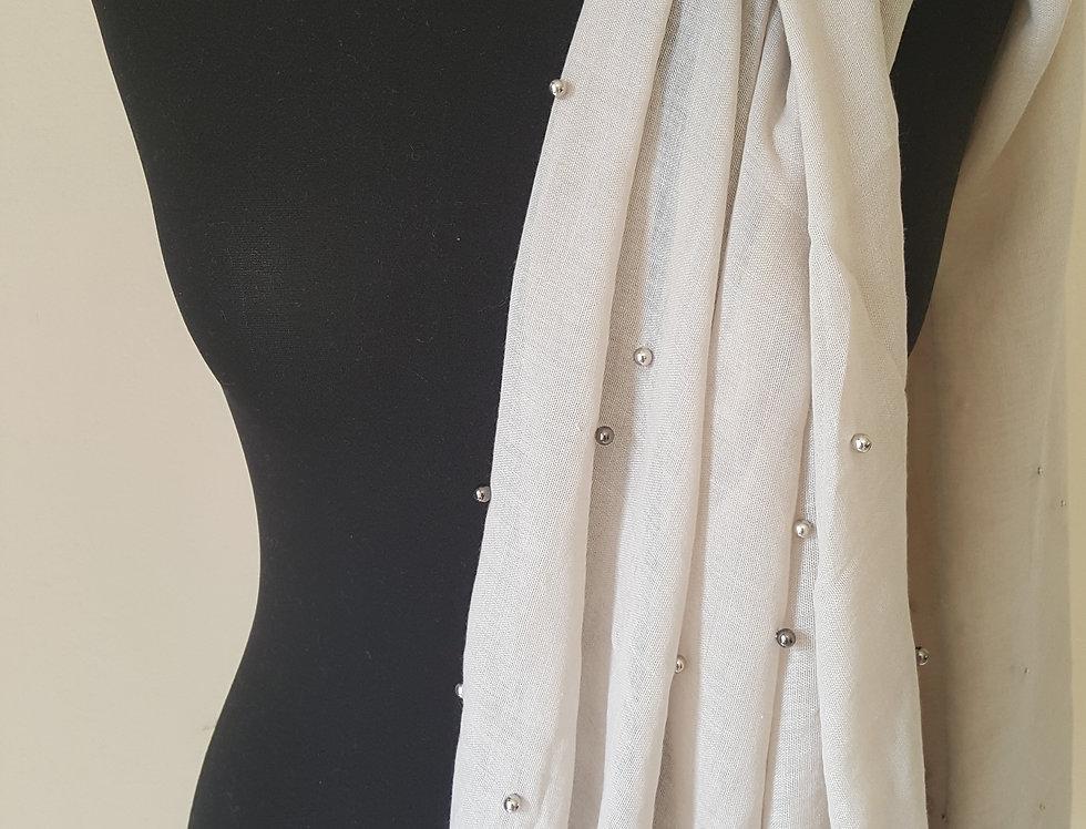 shawl - beige met metalen studs