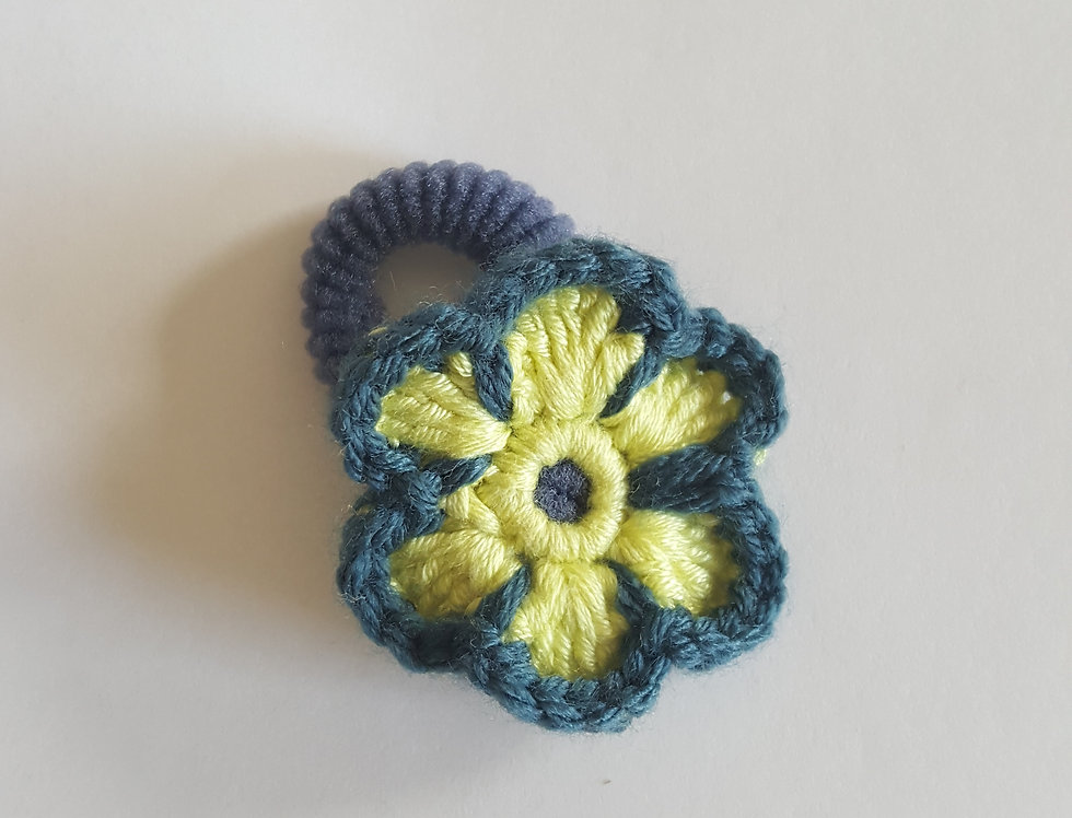 elastiek met gehaakte bloem - blauw/geel