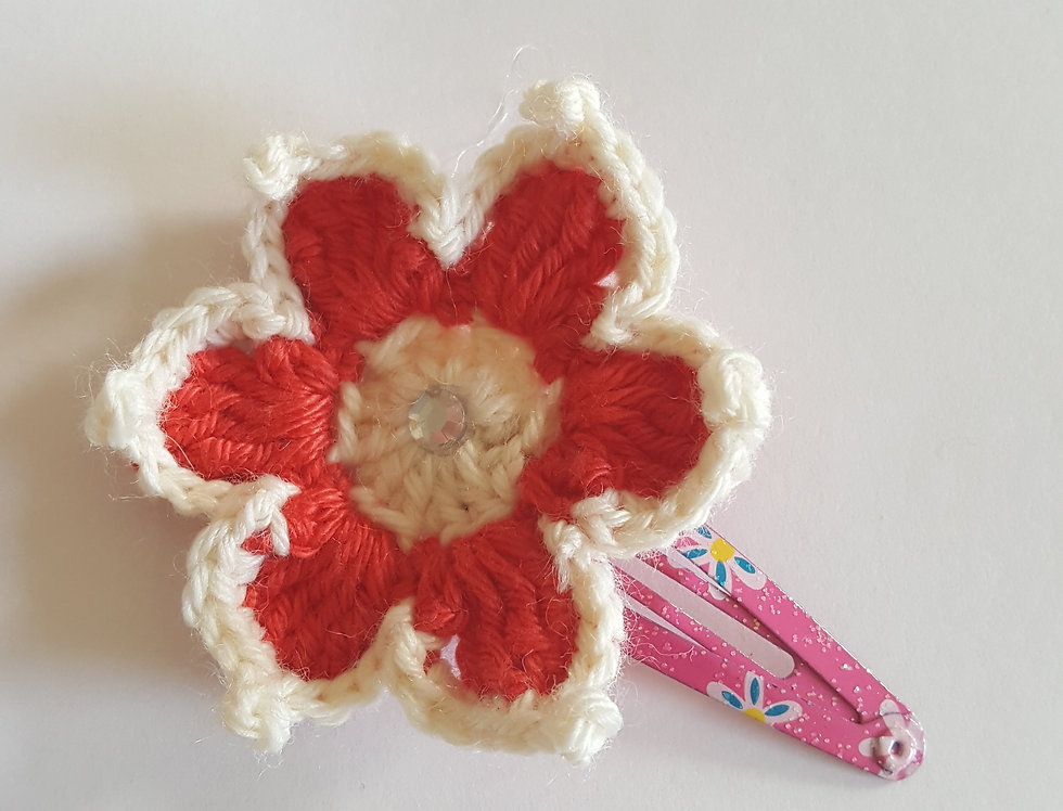 speld met gehaakte bloem - rood/wit