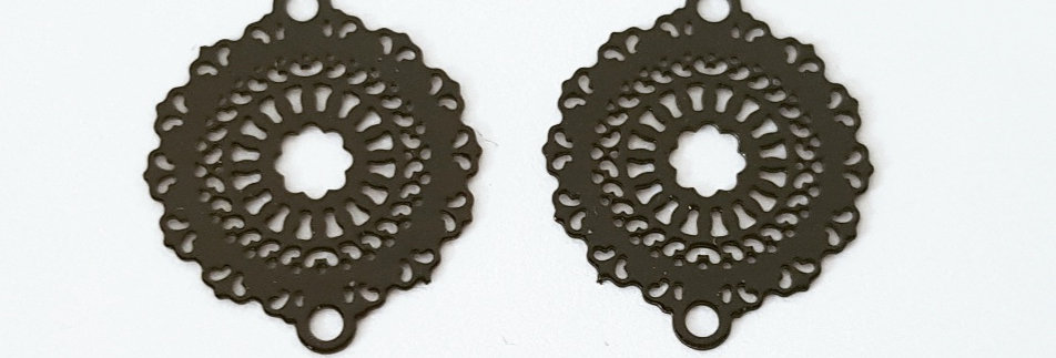 Bohemian tussenstuks 2x2cm Zwart - 2 stuks