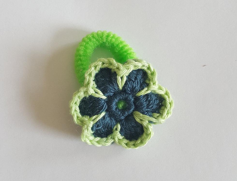 elastiek met gehaakte bloem - blauw/groen