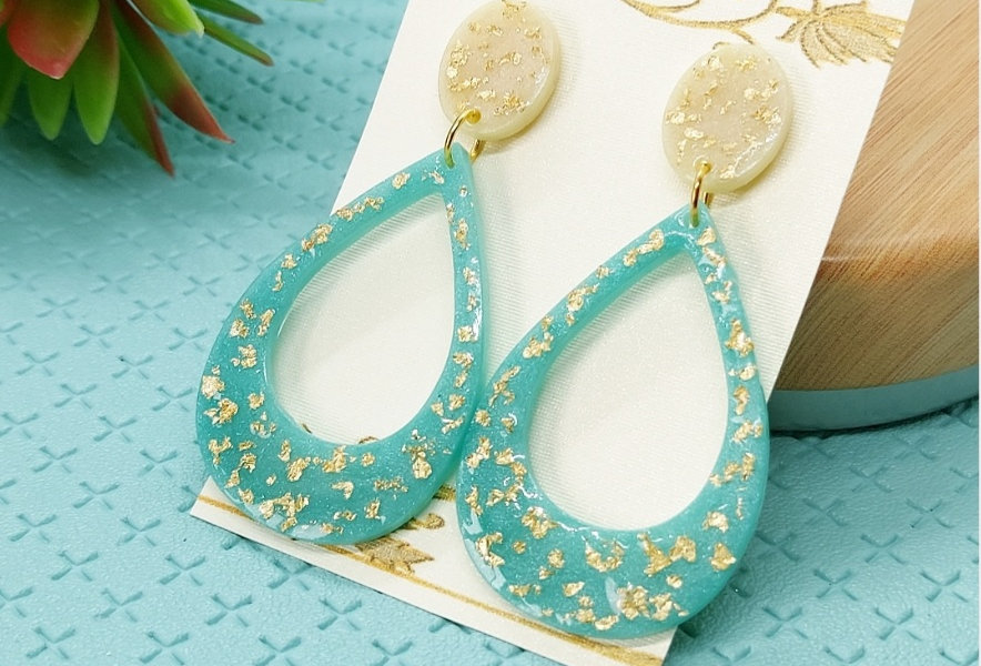 Handgemaakte oorbellen met hangers van Resin