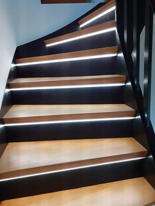 LED-Lichtinstallation an einer Treppe