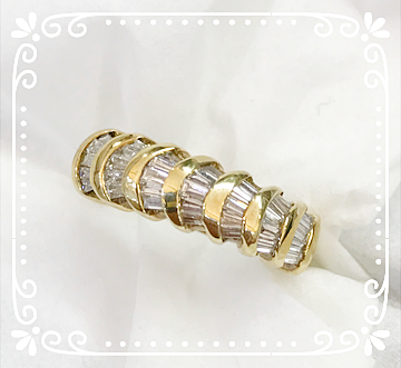 Scalloped Diamond Baguette Band