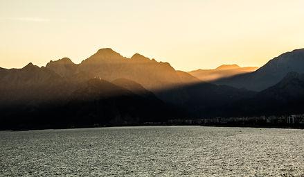 Zonsondergang van de berg