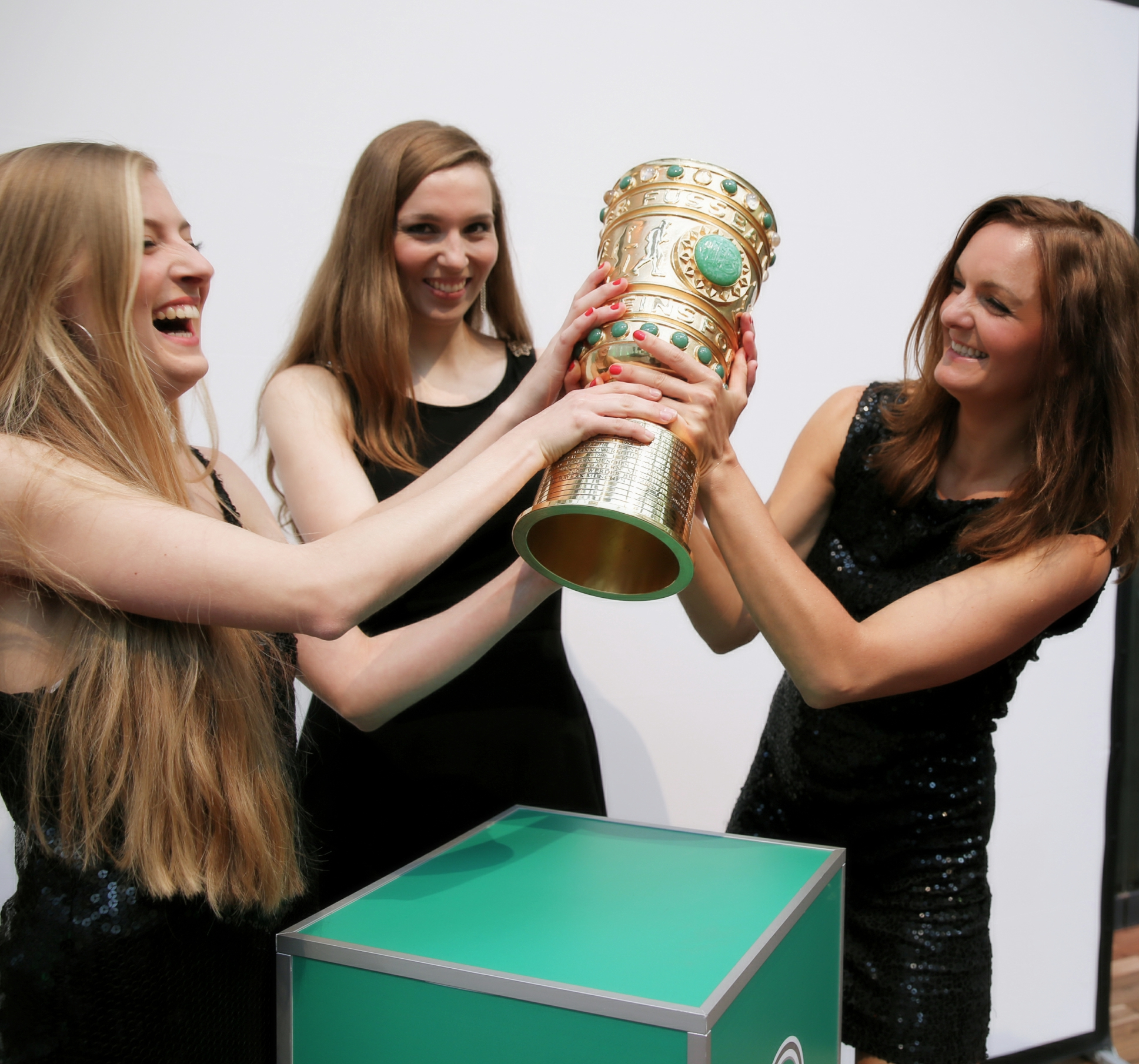 Sunset Orange Frauen Band beim DFB