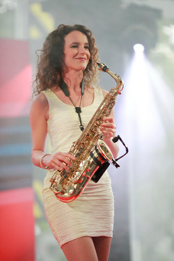 Sunset Orange Saxophonistin