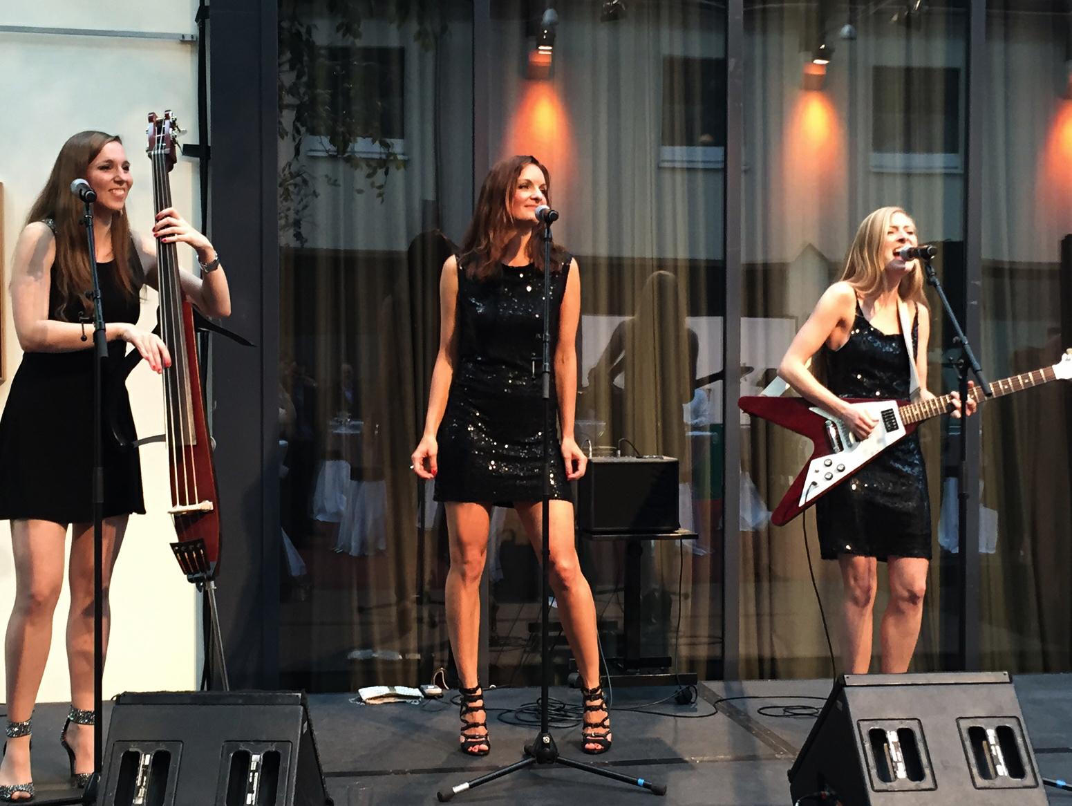 Sunset Orange Damenband aus Berlin