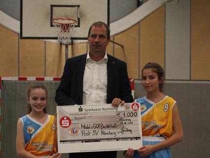 Kaffee für Körbe: Die Sparkasse Nürnberg unterstützt MädelsGO!Basketball mit einer Spendenaktion im