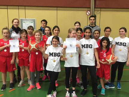Mädchen- AGs bei Jugend trainiert für Olympia!