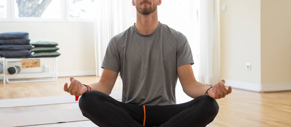 What do men wear to yoga