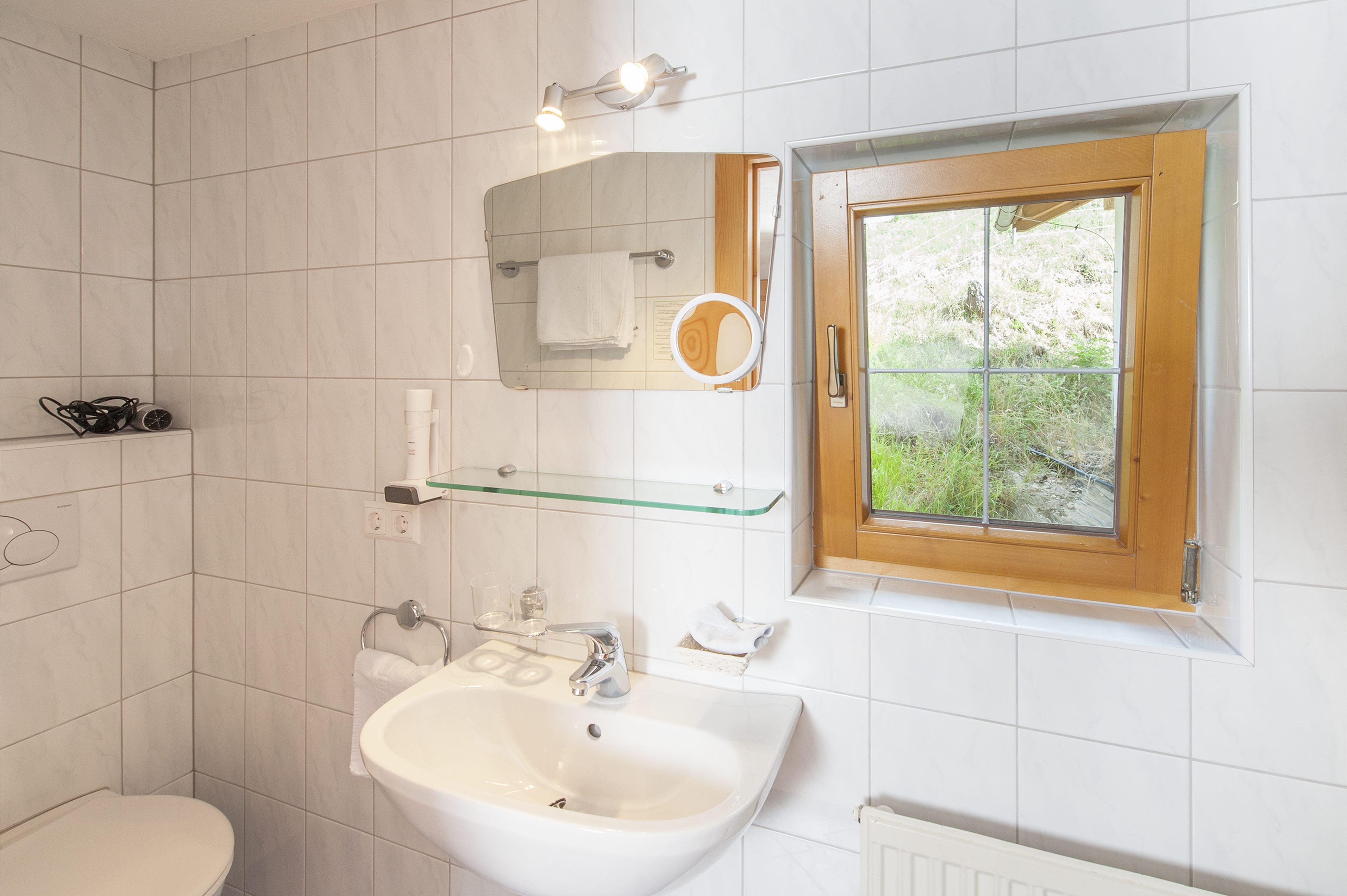 Einzelzimmer Bad (c) Elikrismer