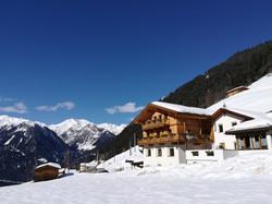 Berghof im Winter