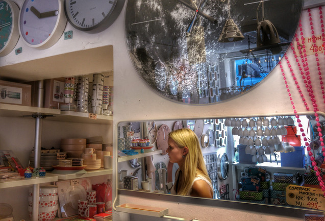 Copenhagen, 2015. Nothing better than a shop selling clocks and mirrors. Copenhagen full of rich but sober colors. Taken with an LG G4 smartphone
