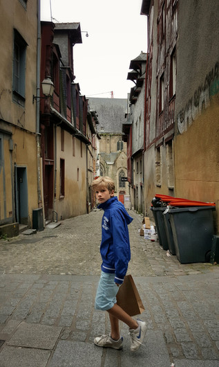 Rennes, 2016. Parts of Rennes feel like the middle ages. Then a kid in blue polyester walks by. Taken with a Samsung Galaxy S6 Edge+ smartphone