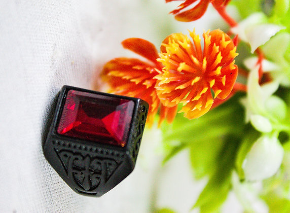 DARK RED DIAMOND RING