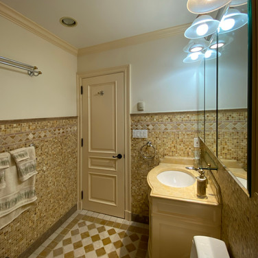 Master Bathroom_d.jpg