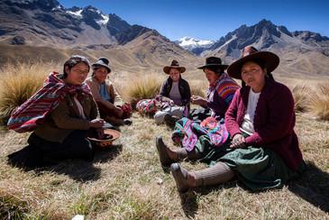 Women from Abla La Raya, 4335 m.a.s.l.