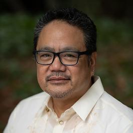 Bruce Reyes-Chow Headshot 2020 Square SM