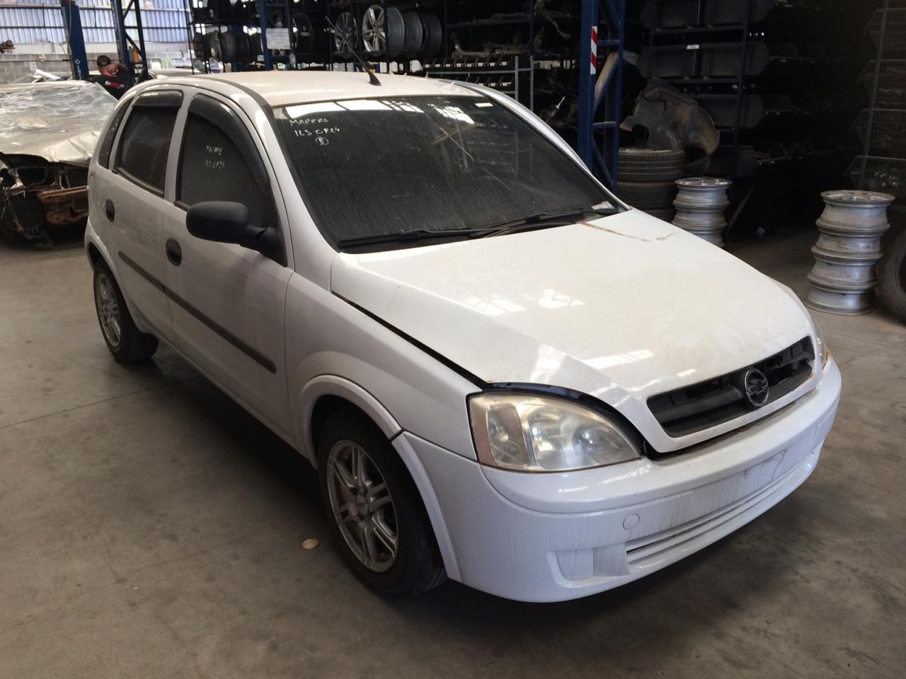 Corsa Hatch 04-04 - 1