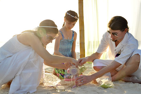 beach wedding, pooring sand