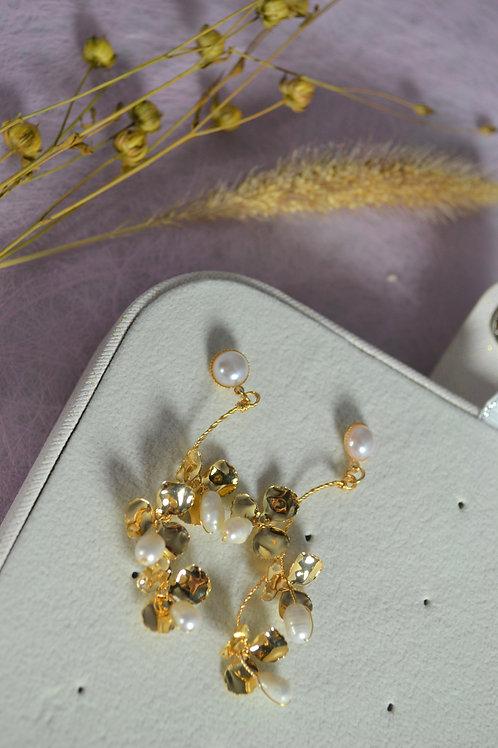 Oorbellen met bloemen en parels