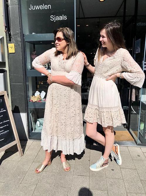 Lange jurk met kant ecru