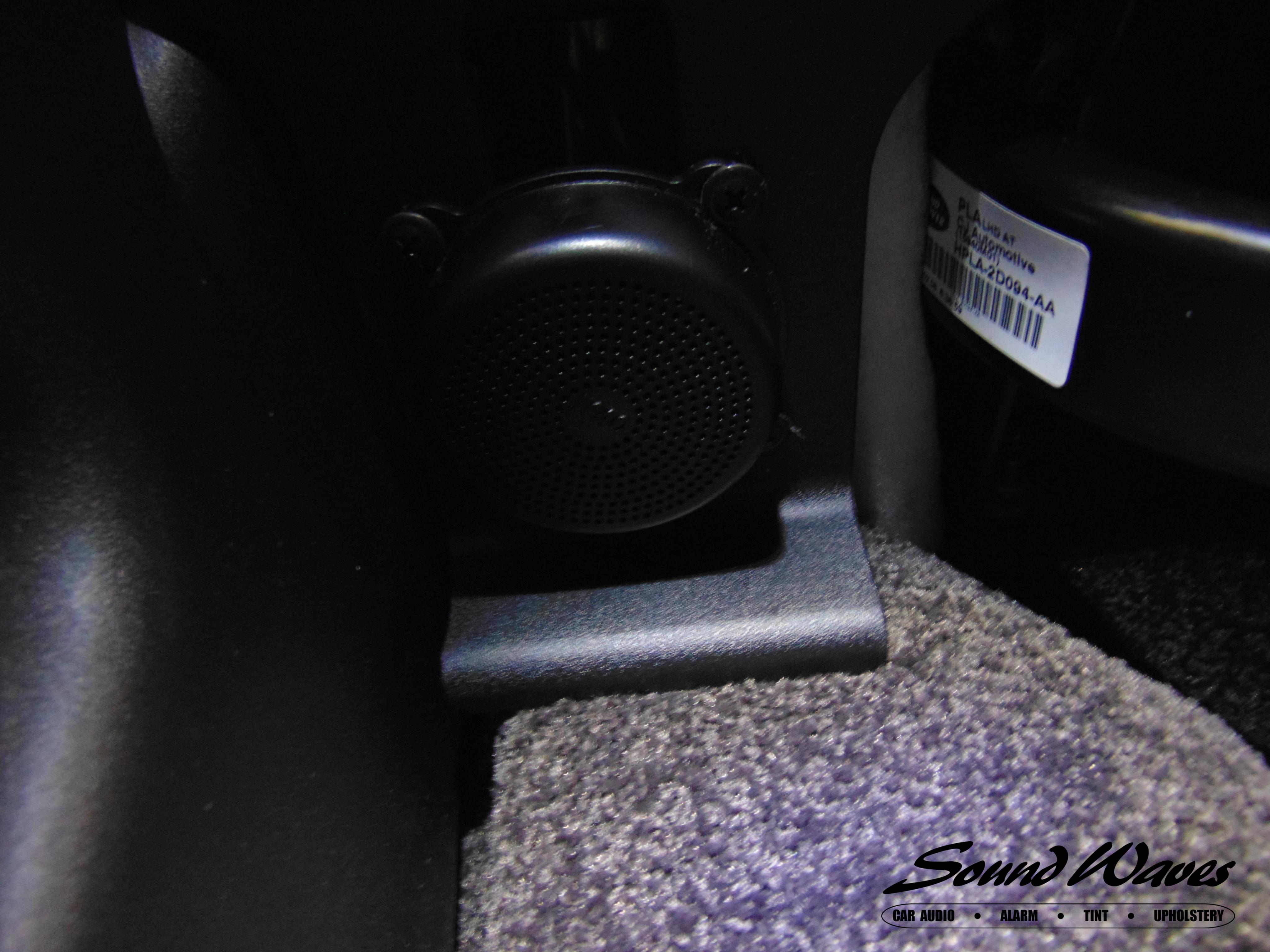 Range Rover Speaker Mounted