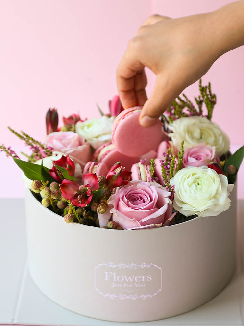 Luxury mother's Day gift box.