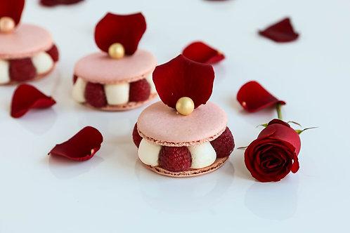 Large valentine's macaron
