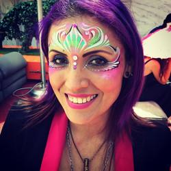 #mardigras #mask #facepaint #paintonyourface #standardrooftop #standardDtla #colorful #neon #sparkle