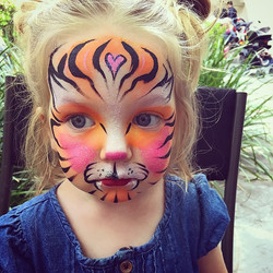 🐯2 year old #babytiger at a #Birthdayparty in #HollywoodHills💕 #adorable #tiger #littleface #cute