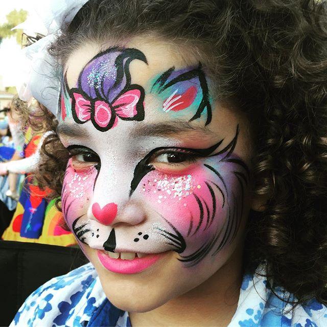 Fun #birthdayparty #kitty 😻🎂🎈 #facepainting #PaintOnYourFace #facepainter #LAfacepainter #kidspar