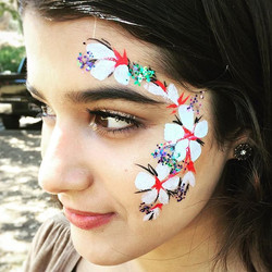 Flower face featuring new glitter created by our friends at _sugarfaceandbodyart ✨⭐️✨_#facepaint #fa