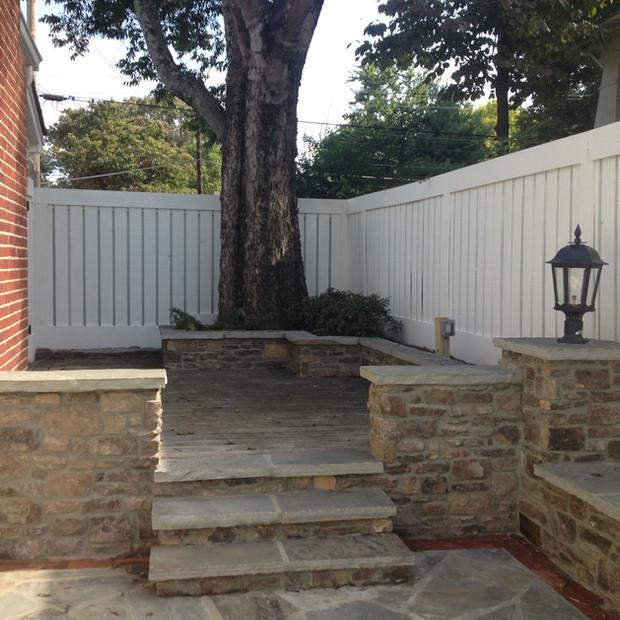 Natural Stone - Masonry Retaining Wall