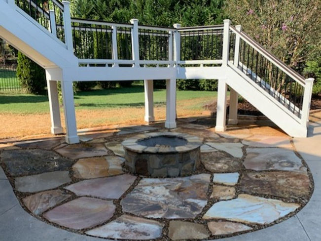 Flagstone Patio and Fire Pit featuring TN Brown Flagstone and a Wood Burning Fire Pit. Stone patios knoxville, flagstone patios knoxville tn, stone pato design, patio design, hardscaping, pool hardscapes