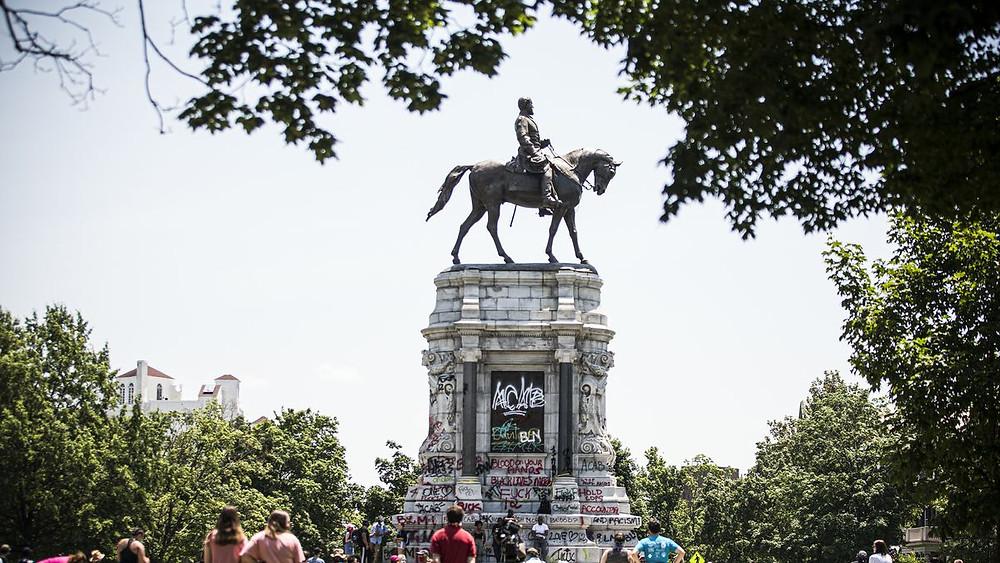 A statue of Robert E. Lee in Richmond, VA (Photo Credit: Vox)