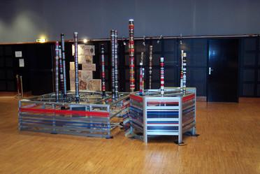Totems, installation interactive de Françoise Sagnier (plasticienne) exposé à Franconville, centre culturel Saint-Exupéry.