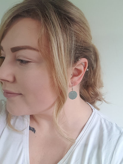 19mm Hammered circle earrings
