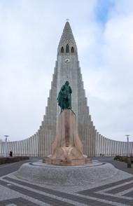 32. Hallgrimskirkja – Reykjavik.