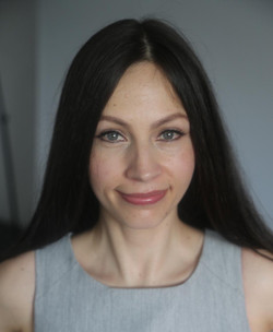 Holistic therapist Simona Balint. I am available for therapy centre appointment in Islington and in