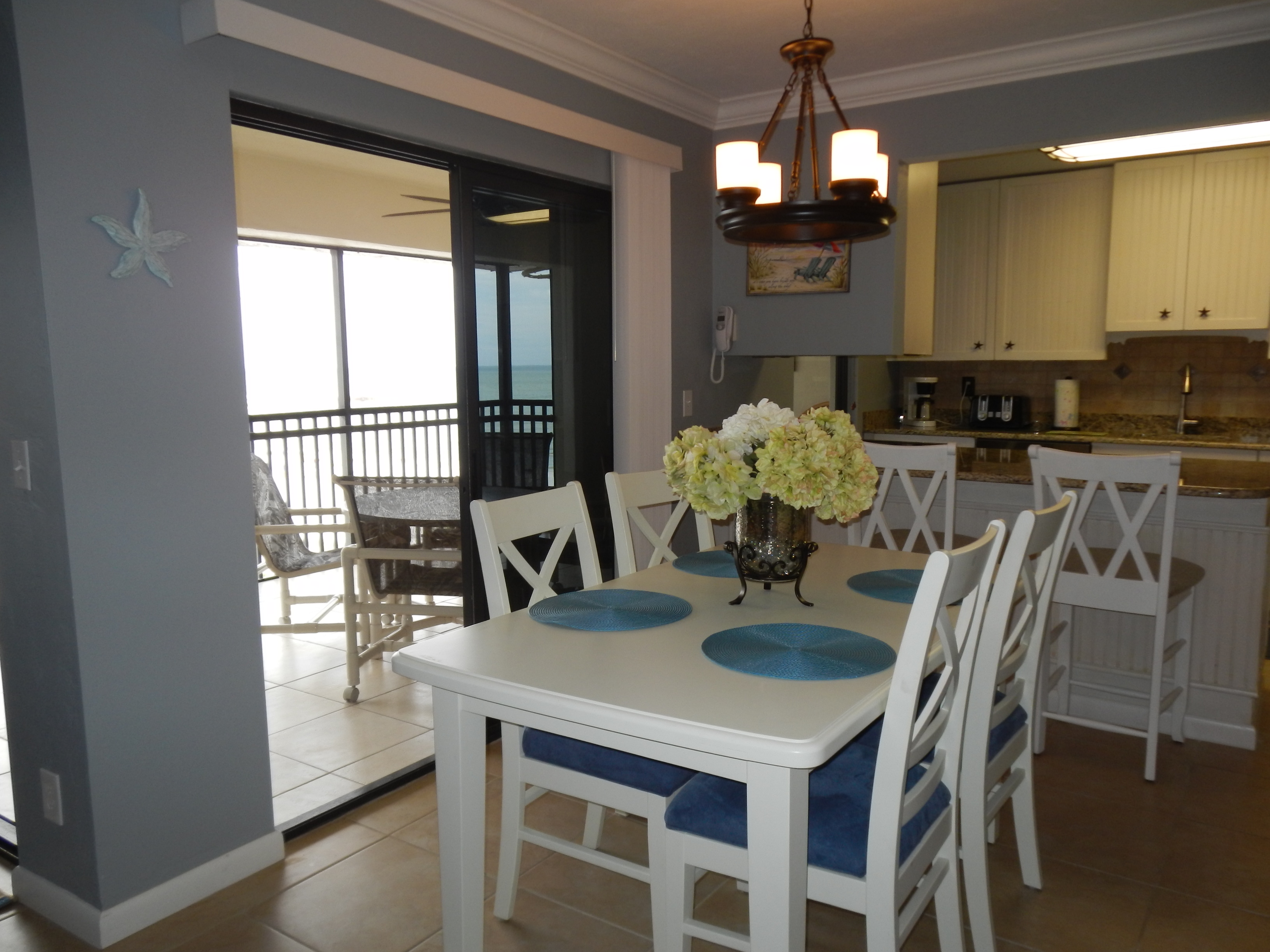 Dining & Kitchen Area opens to Lanai