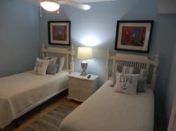 Guest Bedroom w/ Twins