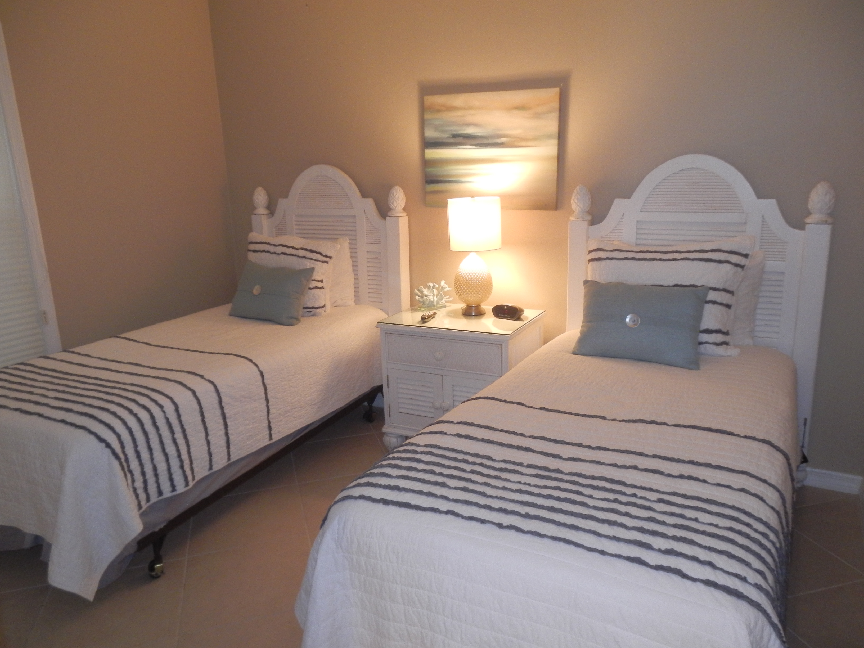 Guest Bedroom with 2 Twins