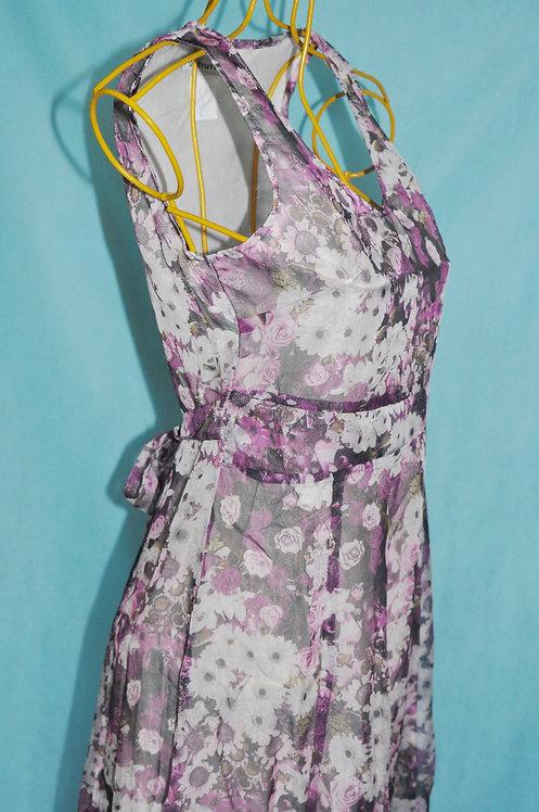 vestido floral leve tamanho P no Brechó très chic