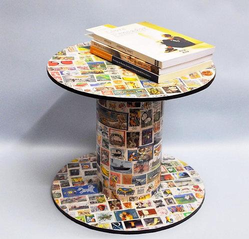 bobina aparador, aparador reciclado, peça reciclada, artesanatos, craft, selos do mundo, selos, aparador com selos, presente