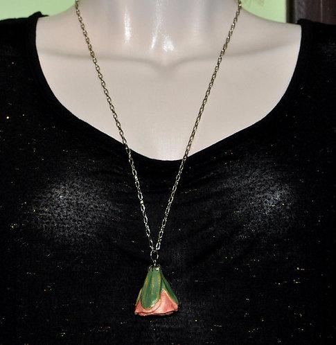 pingente em cerâmica de flor feito a mão por Sueli Finoto, curso de cerâmica, flor, rosa, botão de flor em cerâmica, loja