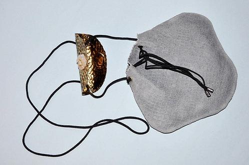 bolsa de couro cinza pequena para passeio