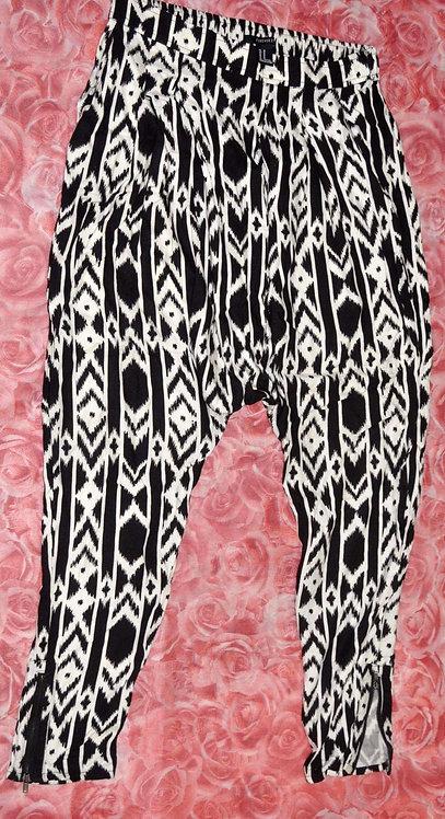 calça aladim ou saruel M marca Forever 21, calça étnica, calças compridas, brechó très chic, brechótreschic, brechó online,