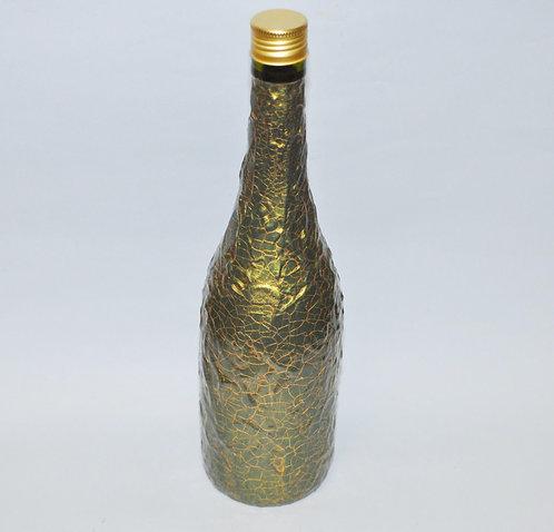 Garrafa decorada de verde com craquelado dourado feita por Sueli Finoto para decorar, utilizar ou presentear